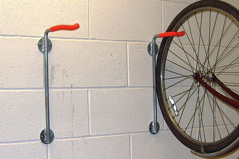 Bike Holder to hang 1 Bike vertically on a wall