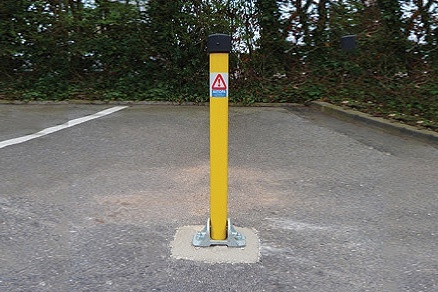 Parking Post Hinged (Integral lock) -Folds in either direction